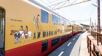 車体には京都三大祭りの一つ「時代祭行列絵図」が施されています。